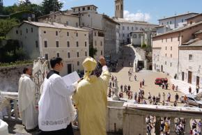16agosto_benedizione_arcivescovo